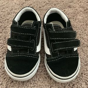 Toddler size 5.5 black Velcro vans
